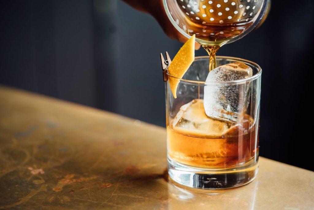 ウイスキー好きな人はコーヒーをブラックで飲む割合が70%
