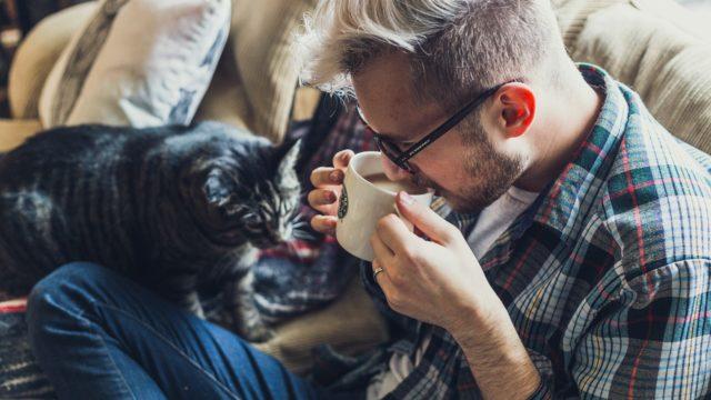 コーヒー一杯の適切な量とは?カフェイン量から豆のグラム数まで解説