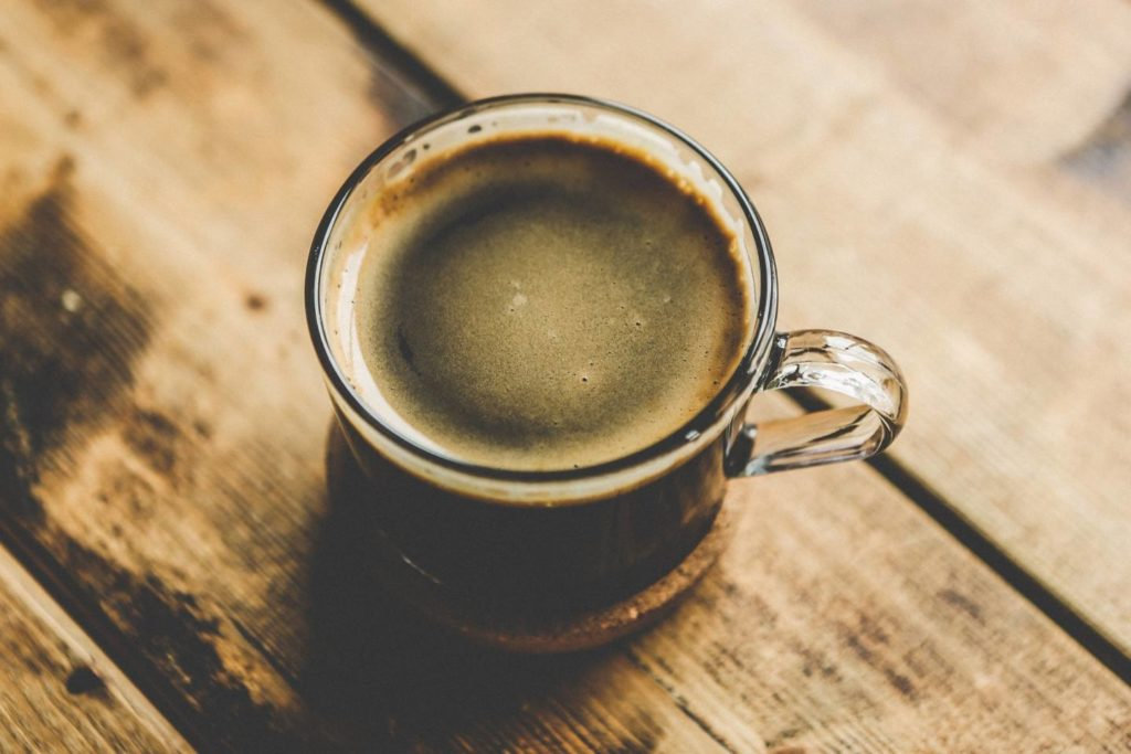 コーヒーの主な成分であるカフェインは注意が必要