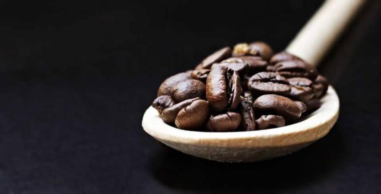 コーヒー豆をそのまま食べるとどうなるの?効果・効能と注意点を解説