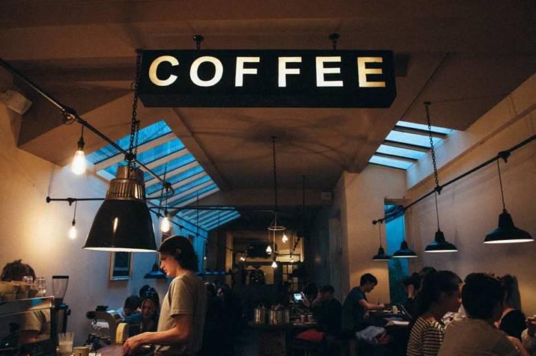 コーヒー専門店で買う