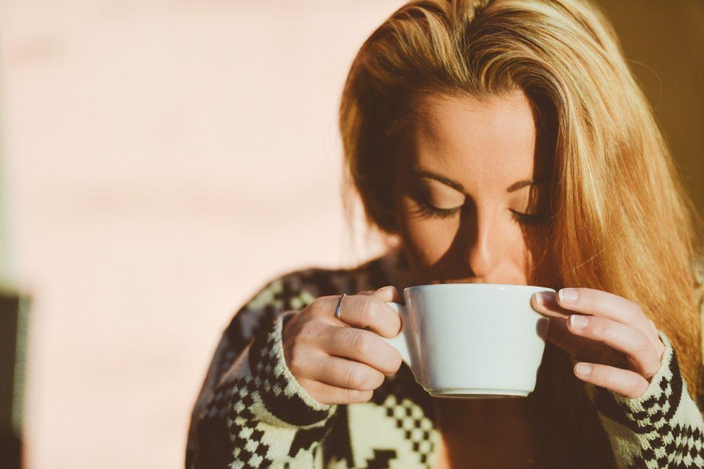 コーヒーのカフェインを上手に摂取する方法