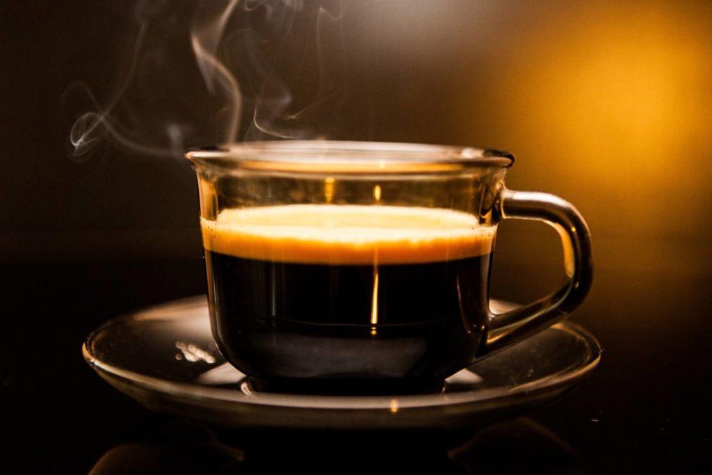 エスプレッソコーヒーとは?おすすめのマシンから美味しい飲み方まで