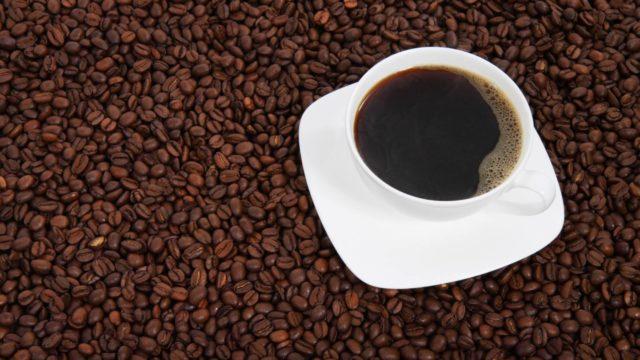 コーヒー豆は【そのまま】食べることが可能。メリットやデメリットも解説!