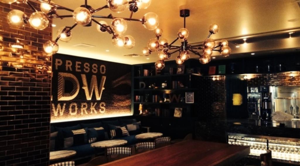 2. 昼と夜のどちらの雰囲気もおしゃれな恵比寿のコーヒー専門店「エスプレッソディーワークス」