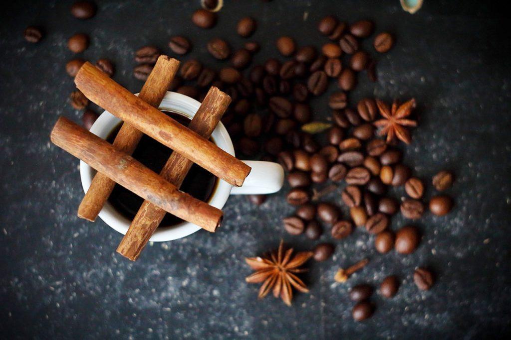 コーヒー豆の意外な使い道7選!かすは捨てないようにしよう