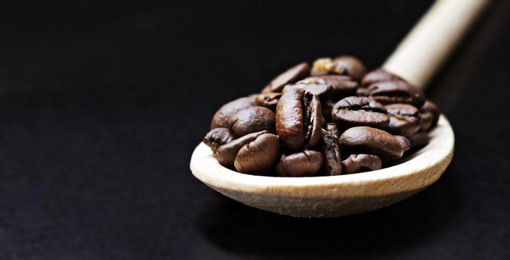 コーヒー豆の10グラムは約65個分(大さじ2杯)