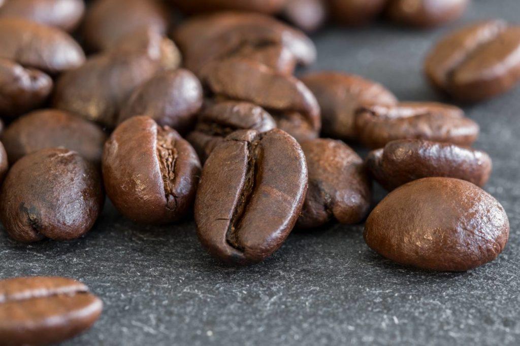 抽出方法でもコーヒー豆のツヤが変わる