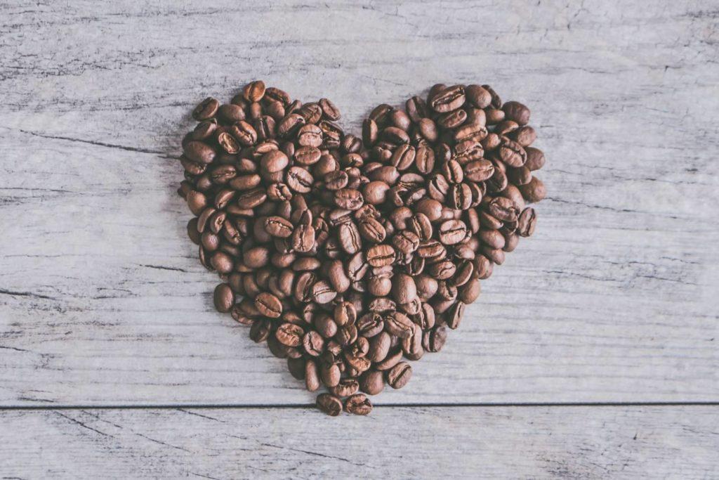 コーヒー豆の一人分の適切な量を入れてプロの味を再現しよう