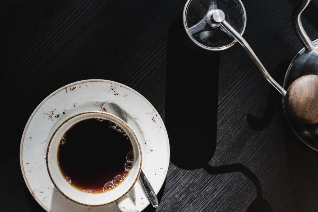 コーヒーミルを使って美味しく挽く方法