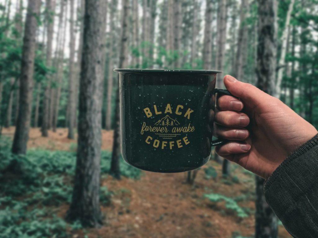 アウトドアで飲むコーヒーは美味しい