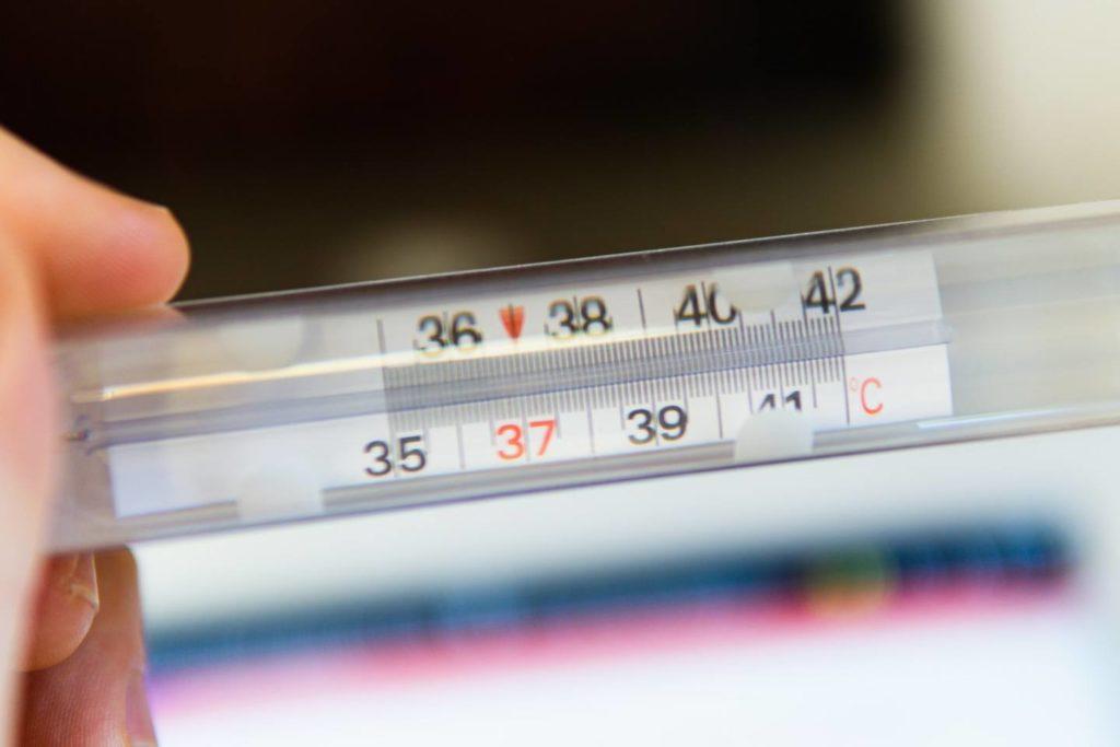 コーヒーの温度は何度が美味しい?味の違いからおすすめの温度計まで