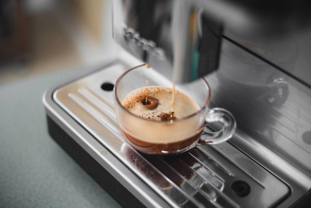 コーヒーに含まれるタンニンによって貧血や腹痛が起こる