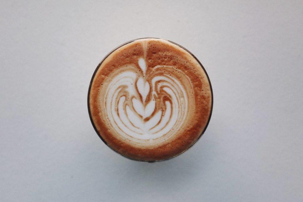 コーヒーカップの正しい持ち方