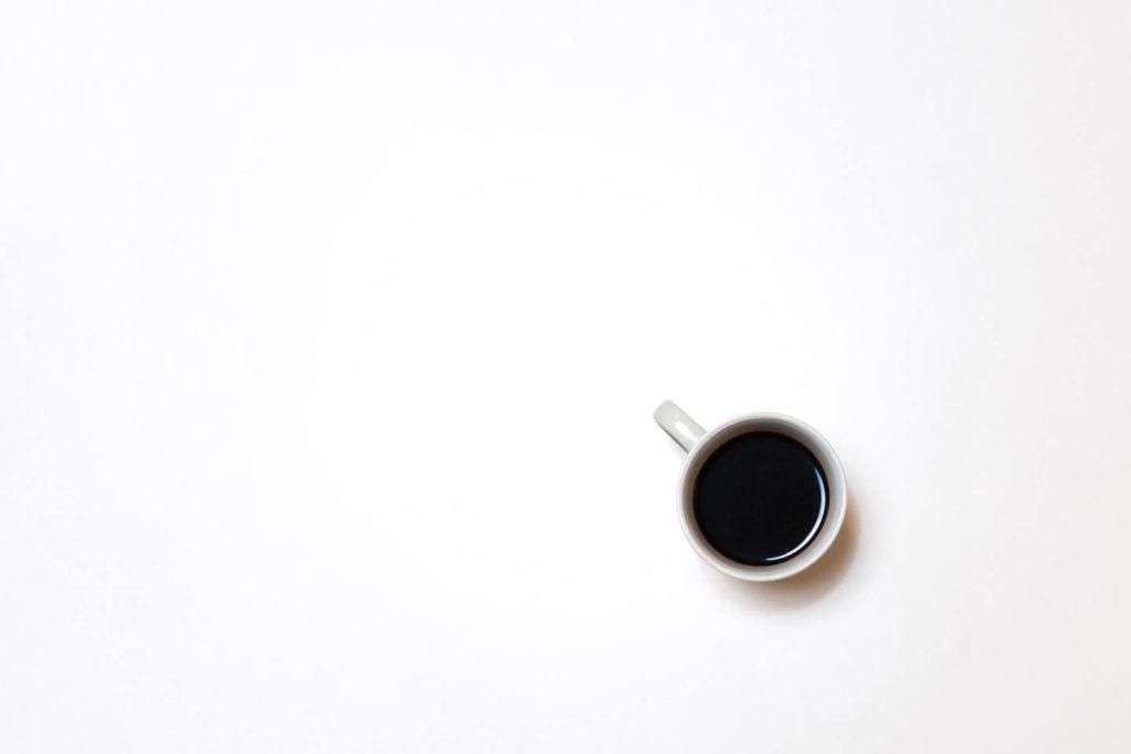コーヒーのカフェインが肌荒れの原因