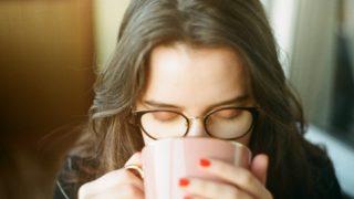 コーヒーによる肌荒れが気になるならカフェインレスがおすすめ