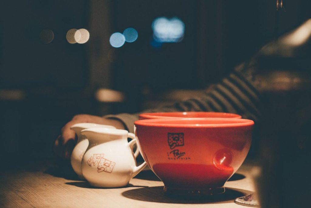 夜にコーヒーを飲むデメリット