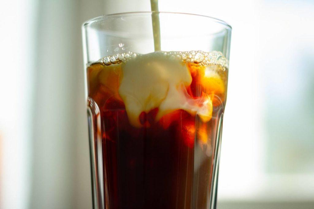 2. 【アレンジ】豆乳とコーヒーにコンデンスミルクをプラスしたレシピ
