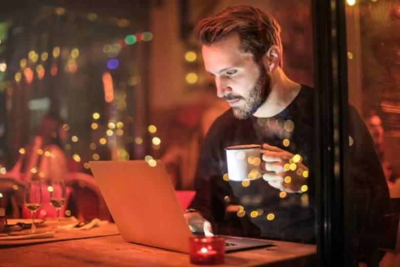 夜にコーヒーを飲むと太る?ダイエットとの関係