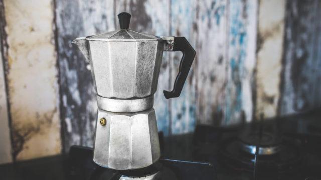 パーコレーターはコーヒーだけでなく紅茶やお茶も淹れられる
