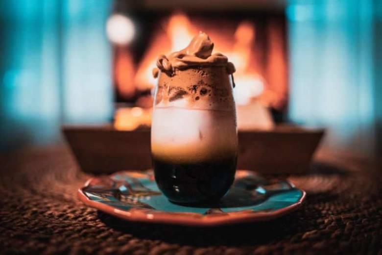 ダルゴナコーヒーを作って楽しい体験をしてみよう!