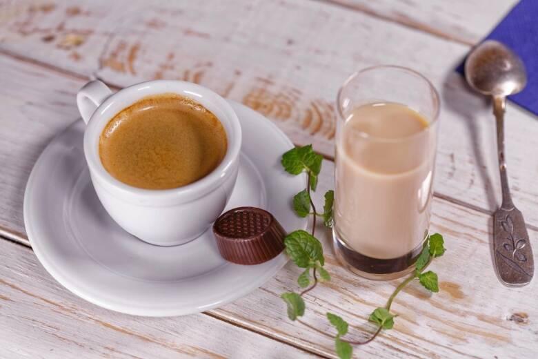 コーヒーソーサーを使って優雅に楽しもう!
