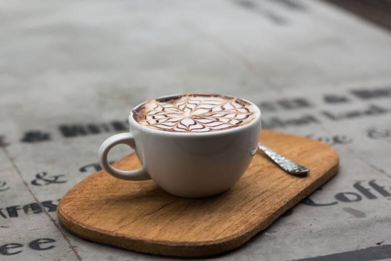 コーヒーを飲むと歯が黄ばむ