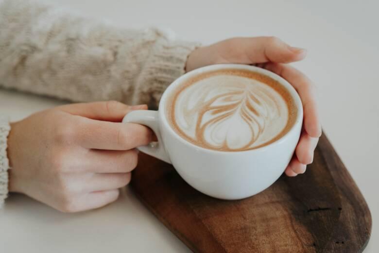 歯の黄ばみが与える印象とは?コーヒーと上手く付き合おう