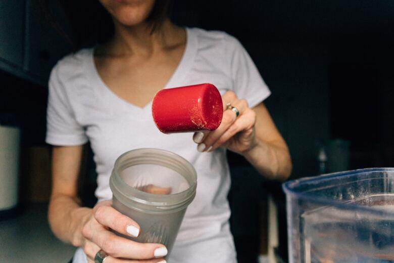 筋トレをする場合、コーヒーは何分前に飲むべきなのか