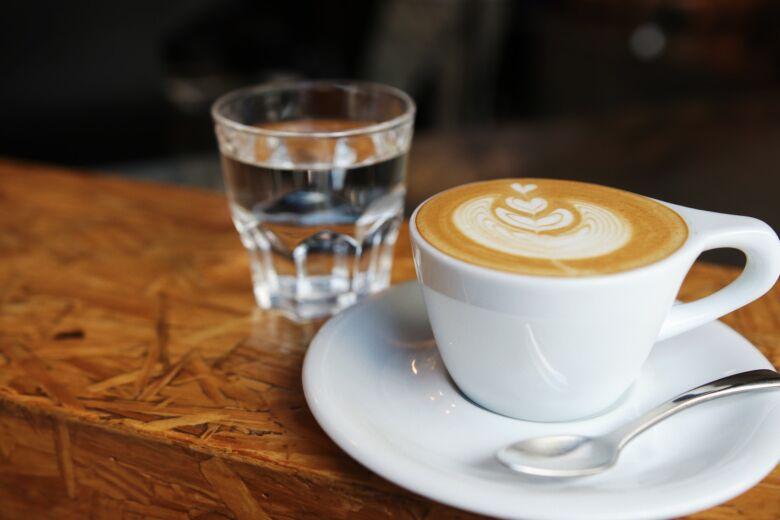どうしても気になる場合はノンカフェインコーヒーで水分補給をしよう
